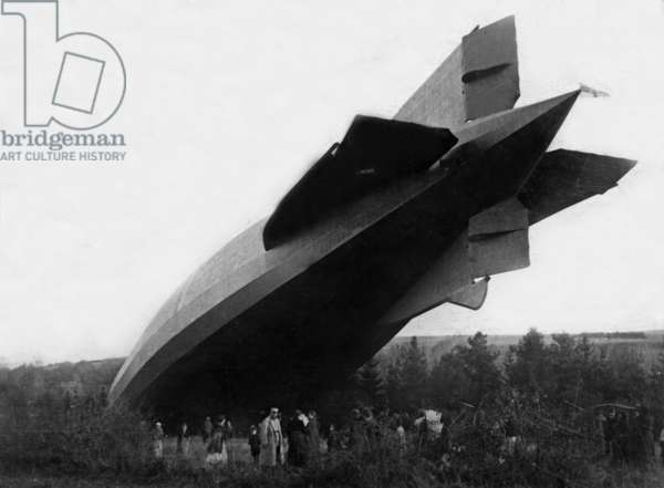 near Bourbonne les Bains, Champagne, a zeppelin has crashed october 20, 1917