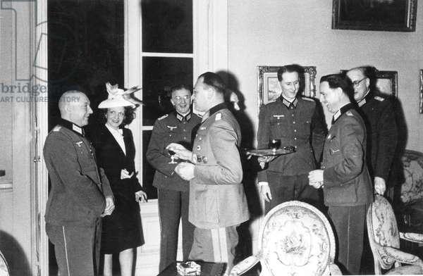 German nazi officers at Kommandantur in Paris (Meurice hotel) june 1940