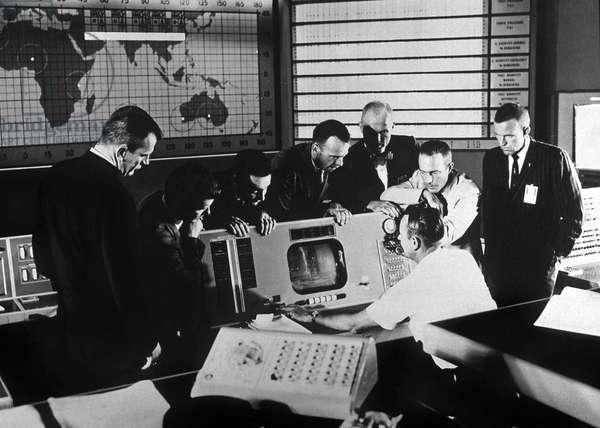 Astronuats who take part to Mercury mission with Christopher Kraft (at the computer) : l-r : Deke Slayton, Walter Marty aka Wally Schirra, Virgil Gus Grissom, Alan Bartlett Shepard, John Glenn, Scott Carpenter and Gordon Cooper 1961