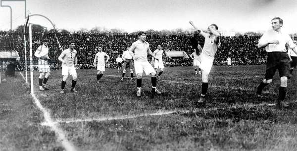 Football game between French and english teams may 5, 1921 in Pershing