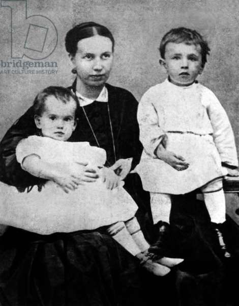 Sophie Tolstoi and her children Serge and Tania in 1866