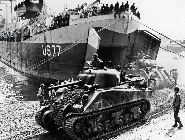 Disembarkation of American Troops at the Porto d'Anzio, Sicily, March 1944 (b/w photo)