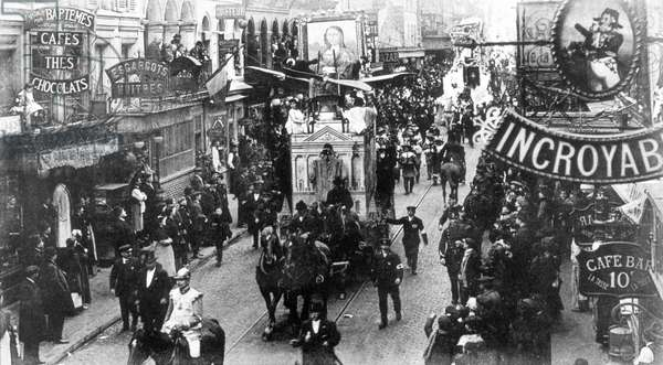 Lent parade in Paris with chariot of the theft of Mona Lisa 1912