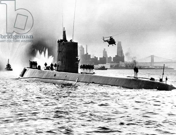 Nautilus american nuclear submarine, here the USS Nautilus returns to New York harbor, may 1956