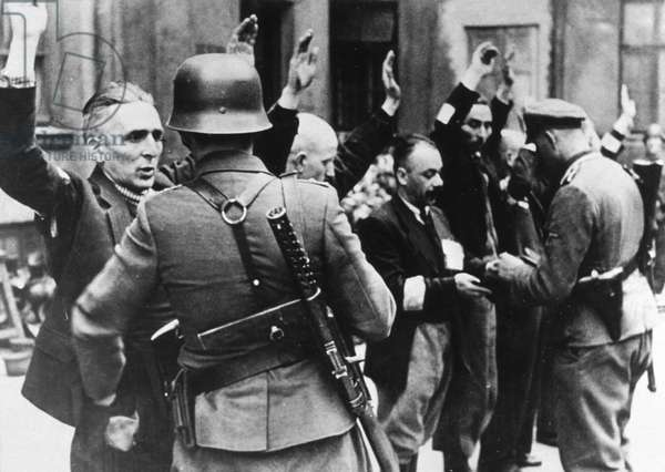 Warsaw ghetto uprising, Poland, april 1943 : detention of the staff of Brauer company