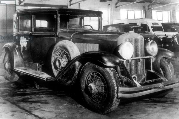 Model of Cadillac (General Motors), 6 cylinders, with bulletproof window and a window at the end, used by Al Capone about 1928