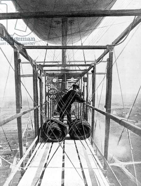 The first picture taken from dirigible airship : pilot Mr Kapferer in the gondola jettisonning ballast september 21, 1907