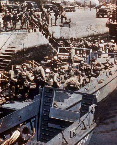 On 4 and 5 june 1944, on english coasts (Weymouth, Dorset), preparing of a the landing in Normandy : soldiers in LCVP (Landing Craft Vehicle & Personnel or Higgins Boats)