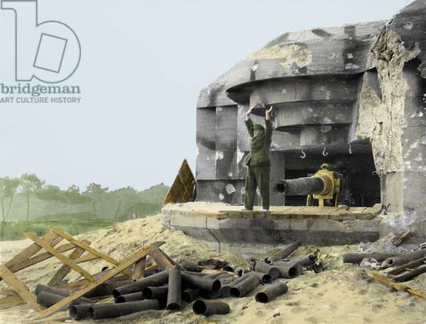 """Surrender of German battery """"Rest Adler"""" in the forest of La Coubre in Royan on the Atlantic Wall during the battles for the liberation of the city, April 1945 (photo) (see also 1749043)"""