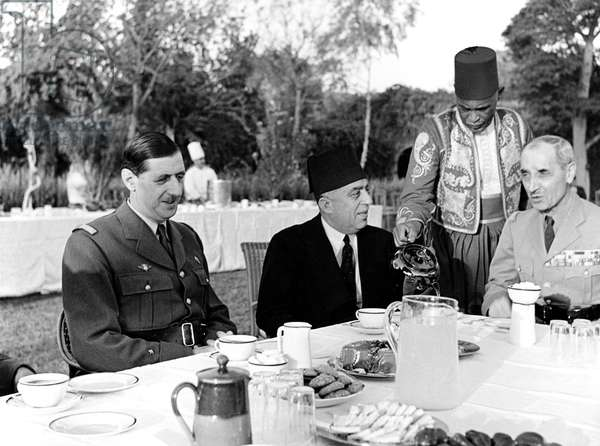 French general Charles de Gaulle with egyptian minister Hussein Sirry Pacha with French General Georges Catroux commander of Free French Forces in Syria an Lebanon, april 9, 1941 in Cairo