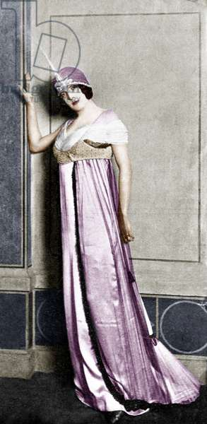 Poiret fashion in the 20's colourized document