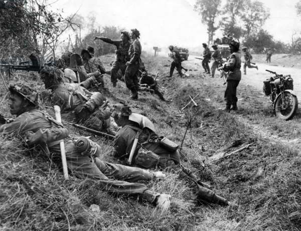 Invasion of Normandy, operation Goodwood, july 1944 : british soldiers (1st Welsh Guard) near Cagny, near Caen