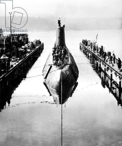 Nautilus american nuclear submarine, here the USS Nautilus returns to its drydock at the submarine base at New London, Connecticut January 25, 1955 after successfully completing her first sea trials