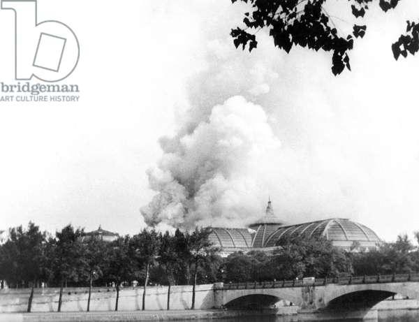 German bombings on Paris august 1944