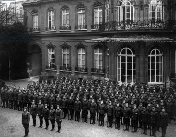 Guard of honour of american president Woodrow Wilson in prince Murat residence in Paris 1st world war