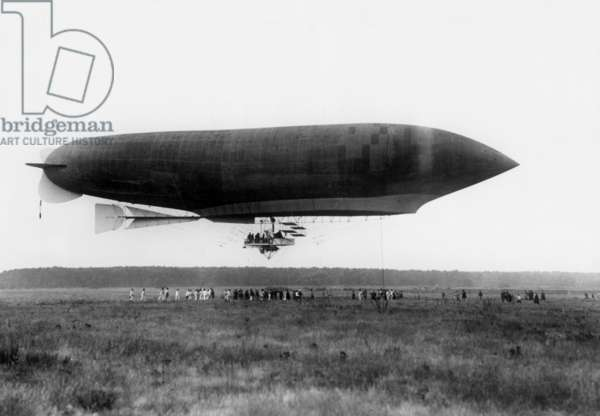 "Liberte (""Freedom"") airship of Lebaudy's brother in 1904"