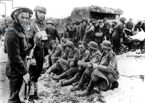 Normandy Landings, june 6, 1944 : 2 canadian soldiers with german prisoners near Wn 28