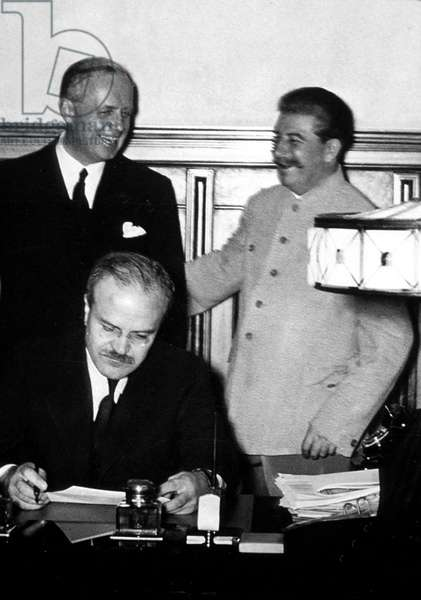 Joachim von Ribbentrop, Stalin and Molotov signing the russian-german nonaggression pact, august 23-24, 1939