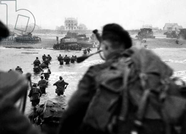 English commando troops landing from landing craft on Sword Beach during the Normandy Landings, France june 6, 1944