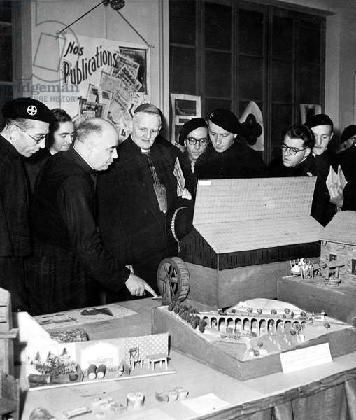 cardinal Gerlier and abbot Courtois at opening of exhibition organized by Youth movements in Lyon c. 1941-1942 - Gouvernement de Vichy Vichy government vichyste petainisme France propagande propaganda patriote patriotisme patriot patriotic patriotism chantiers de la Jeunesse Youth Camps