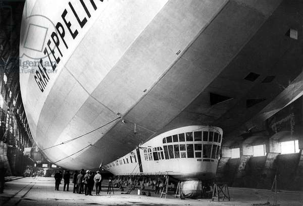 The Graf Zeppelin (LZ 127), german dirigible lauched on september 18, 1928, it was the 1st dirigible to make a world tour, here in Cuers (Var, France) in 1929