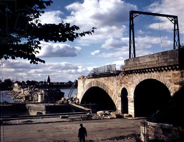 """Allied """"Railway Desert"""" operation to slow down german reinforcement troops on the Normandy front and overpower the crossing of the Loire river: here allied bombers destroyed the raiway bridge in Orleans june 15, 1944"""