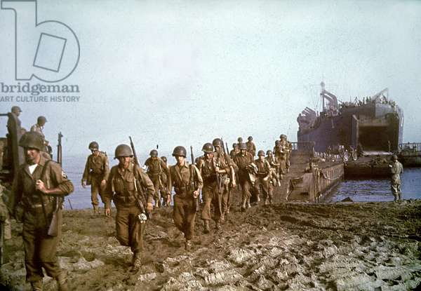 American soldiers landing in Sicily during the Italian Campaign, 10th July 1943 (photo)