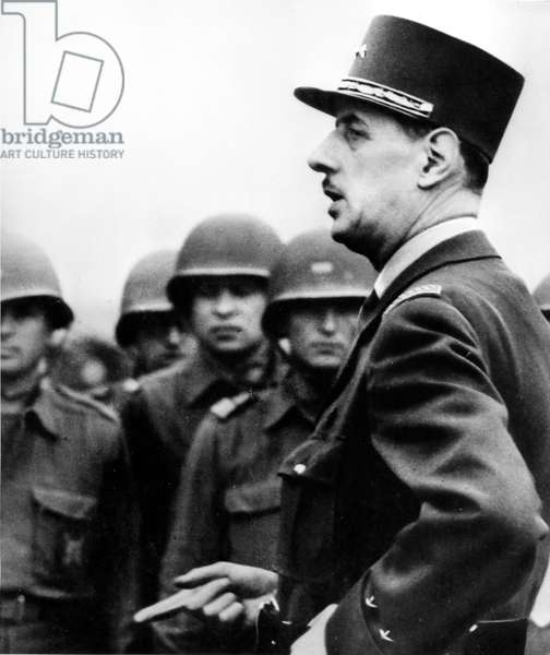 General Charles de Gaulle (1890-1970) speaking to soldiers who are going to land in Normandy in june 1944