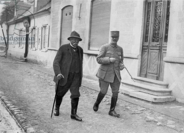 French prime minister Georges Clemenceau and General Foch visiting troops in Villers-Bretonneux on the front of the Somme in France, 1918