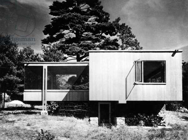 Chamberlain House in Wayland (Massachusetts) built by Walter Gropius and Marcel Breuer 1940 (Bauhaus style)