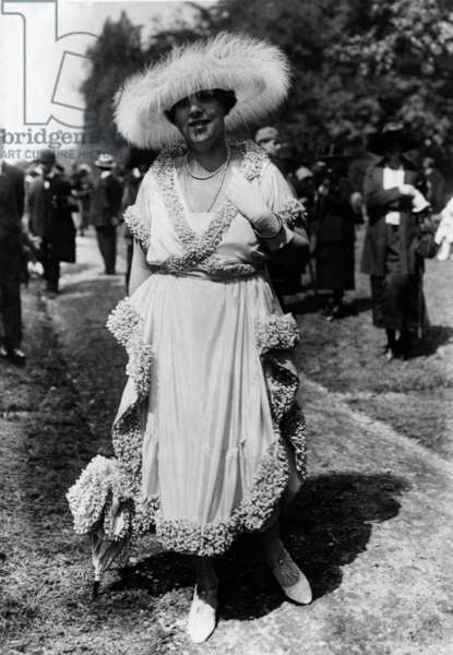 Horse racing fashion in 1920
