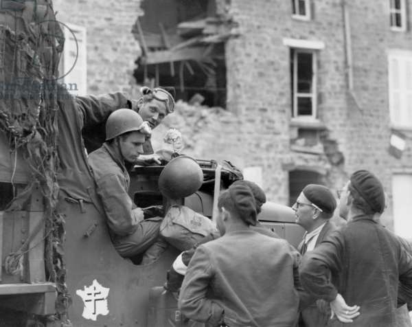 Free French troops of the 2nd armored division pass trough a town in Normandy on august 2, 1944, photo NARA