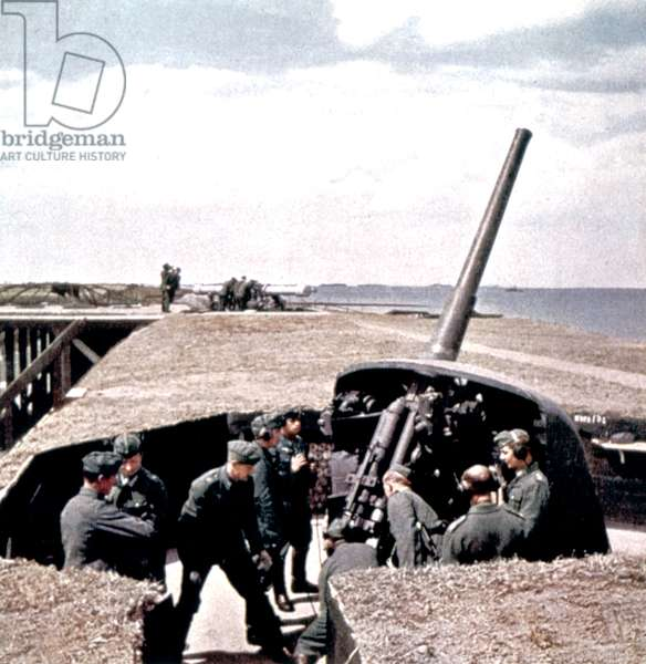 German soldiers on the coasts of the Channel (la Manche) : defence and preparations for possible allied landings, spring 1944 (Atlantikwall)