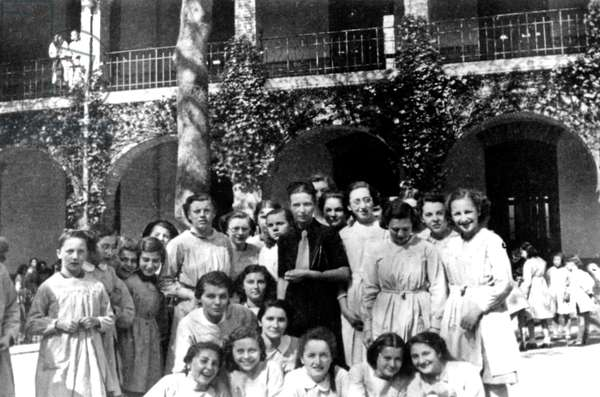 Simone de Beauvoir, here at secondary school Montgrand in Marseille with her pupils. she taught in 1931-1943