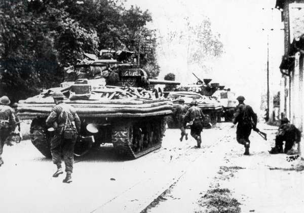 Normandy Landings, june 6, 1944 : DD Sherman tanks in Ousitreham