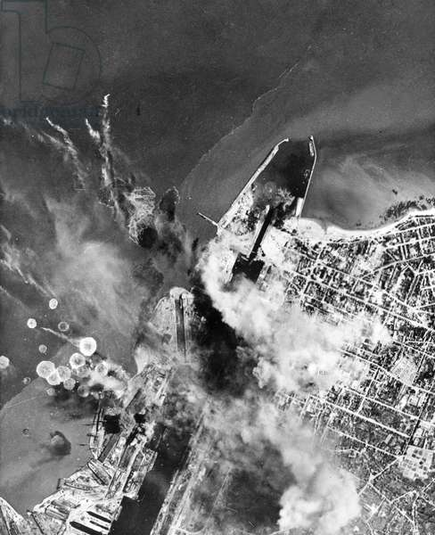 Allied bombings with american B17 flying fortress on Saint-Nazaire harbour in january 1943