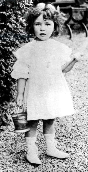 Simone de Beauvoir, child c. 1911