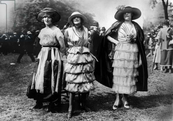 Horse race fashion in the 20's