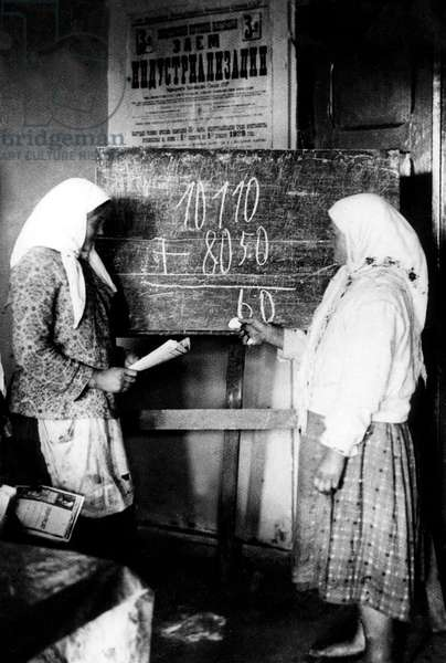 Education of women and struggle against illetracy after russian revolution in Russia during the 20's