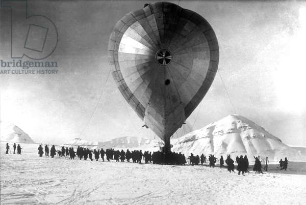 The dirigible Italia of general Umberto Nobile here during polar expedition in north pole may 6, 1928 (it get damaged on road because of ice)