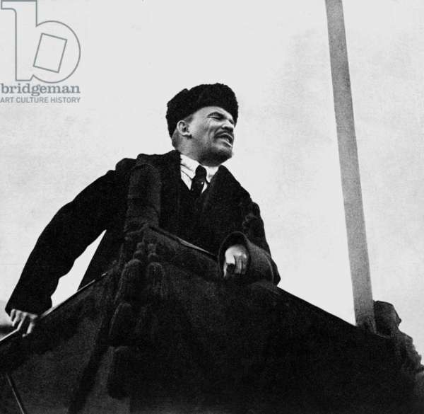 Lenine (Vladimir Illitch Oulianov 1870-1924), soviet communist leader, during a speech on the Red Square for the 1st anniversary of october revolution on november 7, 1918