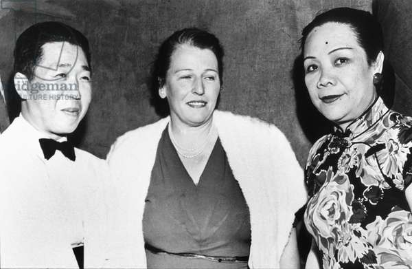 "Tao-Ming Wei chinese ambassador in USA and his wife meeting american novelist Pearl Buck author of ""Dragon Seed"" at release of film after her book march 1944"