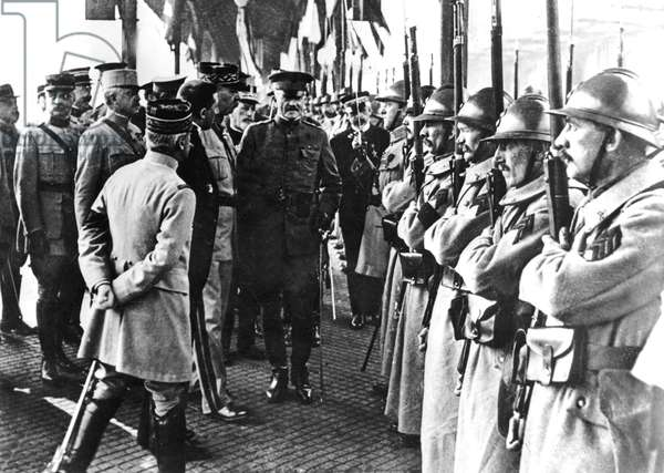Arrival of american general John Pershing in Boulogne (France) june 3,1917
