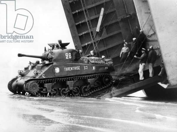 The French 2nd Armored Division landing in Normandy : Armored Divisions of the French Army equiped with american tanks Sherman (here a M4A2) coming out from LST (Landing Ship Tank) on august 1st, 1944 landing on Utah Beach, photo NARA