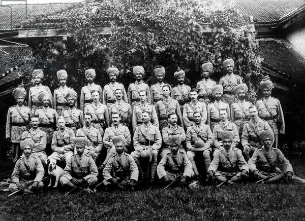 English Officers with Indian Soldiers of the Maharatta Infantry, during the First World War (b/w photo)