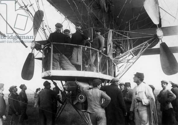 "Liberte (""Freedom"") airship, one of the first airship buit by Lebaudy's brothers, here during trials, august 27, 1902"