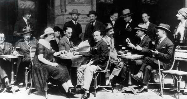 Polish artists in the Cafe 'La Rotonde' in the Montparnasse district of Paris, 1925 (b/w photo)