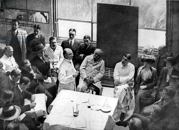 Conference by Dr Alexis Carrel in a parisian hospital in june 1913 about transplantation of organic tissue : Alexis Carrel (standing), Georges Clemenceau (c), Dr Samuel Jean Pozzi (r)
