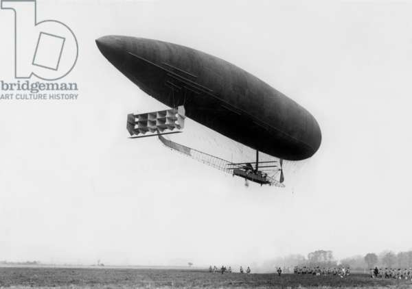 Adjudant Vincenot airship at La Motte Breuil, airship trial center in 1910's