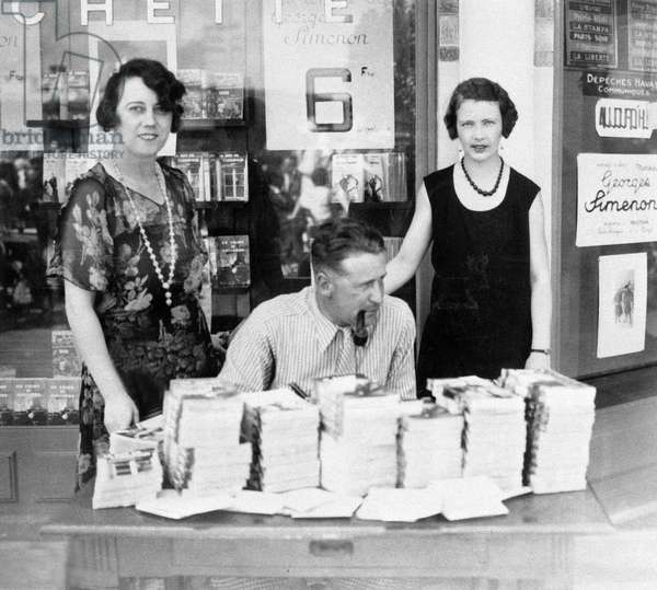 French writer Georges Simenon dedicating his books in Deauville, Normandy, in august 1931, on r : his first wife Regine Renchon nicknamed Tigy